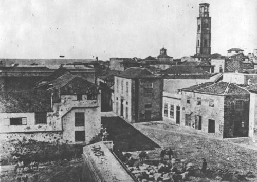 Casas coloniales en Santa Cruz de Tenerife, imagen de 1880-1885