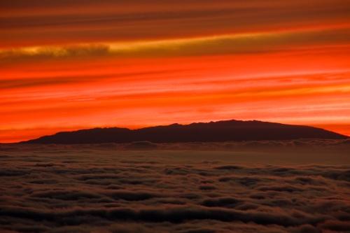 Cumbres de La Palma asomando sobre las nubes