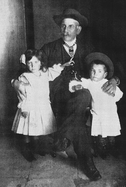 german-fumero-alayon-foto-de-aprox-1930-con-hijos-delfina-y-german